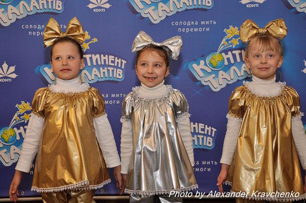 Выступление младшей группы Театра песни «Ассольки» из Луганска было таким же блестящим, как и костюмы юных певиц.