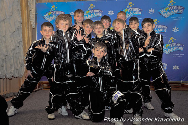 Юноши из спортивно-танцевального коллектива «Ультрамакс» (г.Антрацит) выглядят ультрасовременно.
