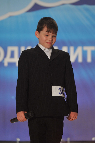 Максим Левченко из Мариуполя учится в школе-интернате, что не мешает ему заниматься боксом, танцами, игрой на фортепиано, а также участвовать в соревновании вокалистов на «КОНТИНЕНТЕ талантов».