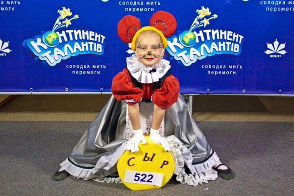 Александра Калинина из Харькова появилась на сцене в образе танцующей мышки. Поделиться сыром с жюри она отказалась, что не помешало ей получить пропуск в полуфинал.