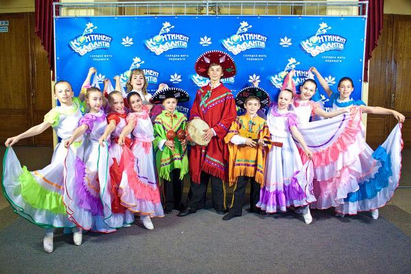 Средняя группа образцового ансамбль эстрадного танца «Конфетти» (Харьков) создала на конкурсе атмосферу мексиканского праздника.