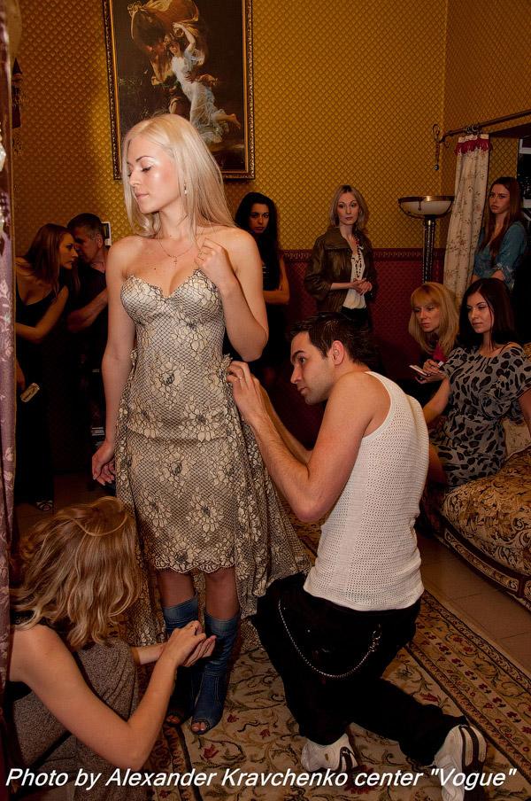 Дизайнер Максим Дубин, визажисты группы «Gordeeva Visage» и парикмахеры салона красоты «Донна» приступили к подготовке самого главного дефиле конкурса «Miss Donbass OPEN 2011»