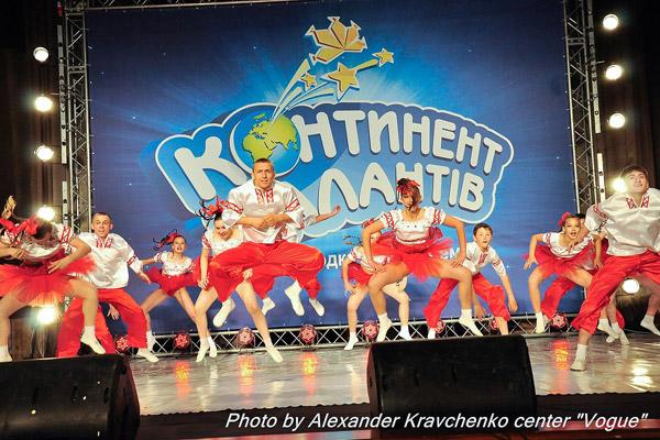 Ансамбль «Престиж» из села Подгоровка Старобельского района покорил жюри исполнением украинского танца в ритме джайва.