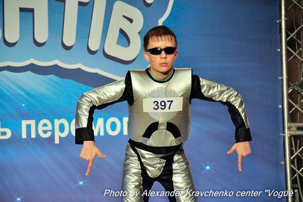 Алексей Трощий из Рубежного смело может претендовать на звание самого артистичного робота проекта.