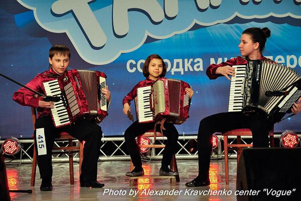 Трио «Дольче» из Северодонецка играет джаз на аккордеонах.