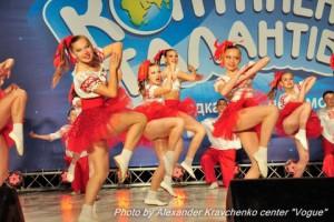 Ансамбль «Престиж» из села Подгоровка Луганской области впечатлил жюри и танцем, и костюмами, и многочисленностью.