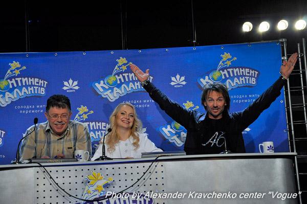 Жюри готово удивляться и радоваться в полуфинале проекта. Слева направо: Юрий Кукузенко, Светлана Захарова. Андрей Еремин