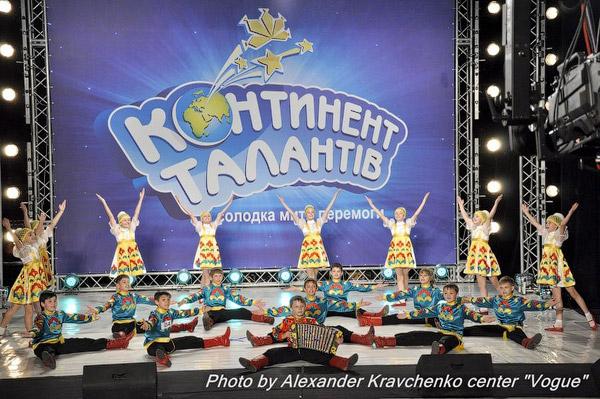 Народный хореографический ансамбль «Барвинок» (Луганск) продемонстрировал мастерство профессионального уровня.