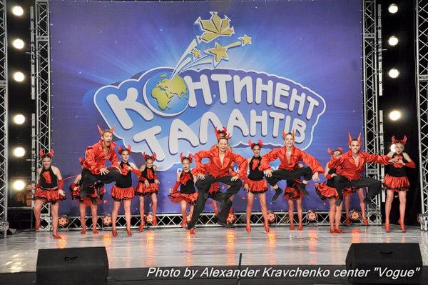 Ансамбль «Престиж» из села Подгоровка Старобельского района продолжает удивлять жюри и зрителей грандиозными номерами.