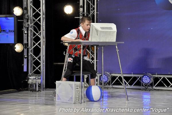 Алексей Трощий из Рубежного начал свой победный танец за компьютером.
