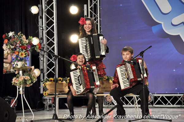 Ребята из трио аккордеонистов «Дольче» из Северодонецка, похоже, и сами остались довольны своим выступлением.