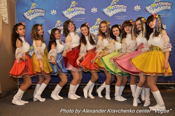 У вокалисток ансамбля «Квитонька» (Луганск) самые красивые голоса и самые яркие юбки!