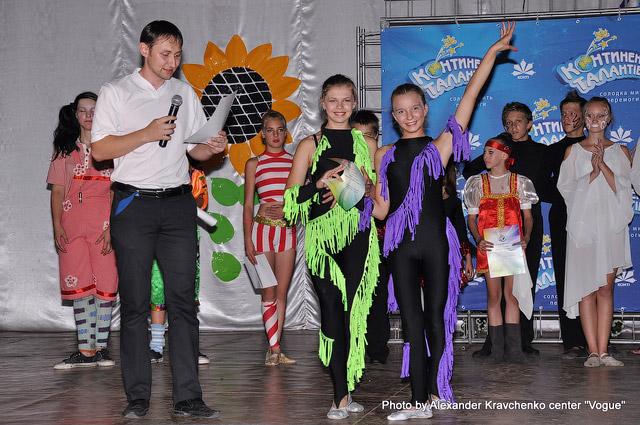 Все участники отчетного концерта получили грамоты от администрации лагеря «Перлина Донеччини».