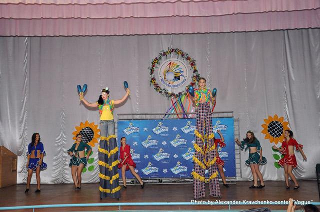 Воспитанники луганского народного цирка «Родник»  оказались самыми рослыми гостями «Перлини Донеччини».