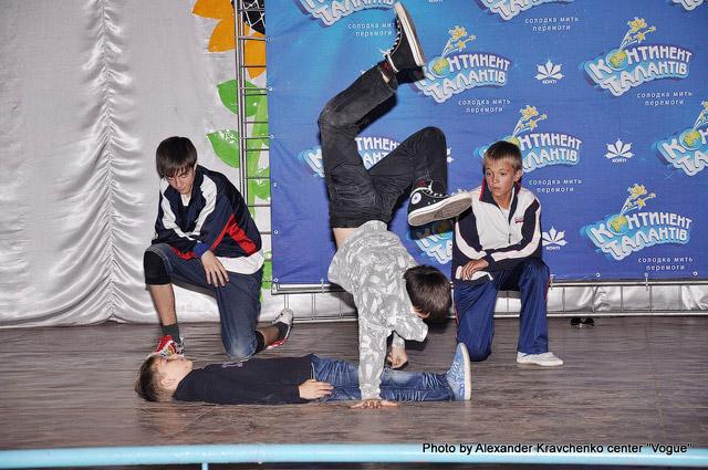 Артисты Театра экстремального танца «легион» (Мариуполль) демонстрируют, каково это – экстрим на танцполе.