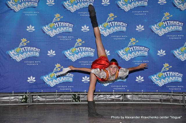 Гимнастка Наталья Ковалева (Макеевка) исполняет номер «Валенки».