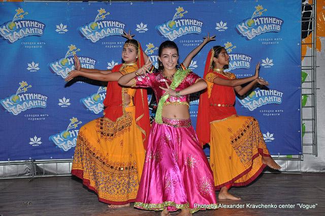 Ансамбль индийского танца «Ситара» (Харьков) покорил публику яркими костюмами и ярким танцем.