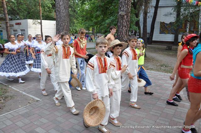 Народный ансамбль народного танца «Барвинок» (Луганск) прощается с творческим лагерем «КОНТИНЕНТа талантов».