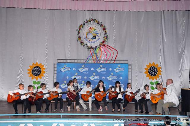 Инструментальный ансамбль «Дека плюс» (Донецк) оказался самым массовым коллективом в творческом лагере «КОНТИНЕНТа талантов».