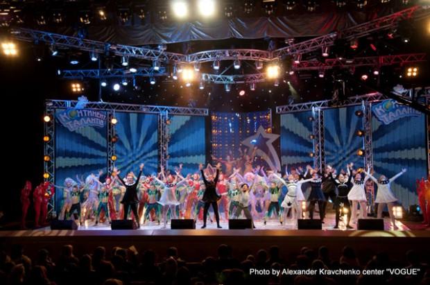 фирменный танец «КОНТИНЕНТа талантов» в исполнении всех участников Суперфинала