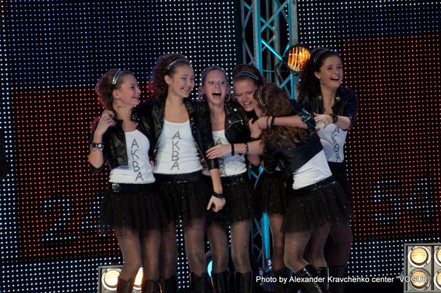 шоу-группа «Аква» (Донецк) радуется победе в вокальной номинации